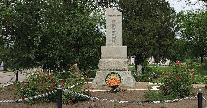с. Наталовка Запорожского р-на. Памятник погибшим односельчанам.