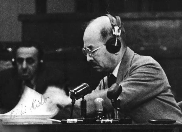 Бывший японский лорд-хранитель тайной печати Коити Кидо дает показания в Токийском трибунале. 1946 г.