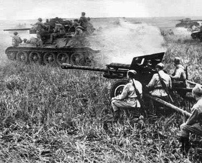 Солдаты 5-й армии 1-го Дальневосточного фронта переходят границу с Манчжурией. Август 1945 г.