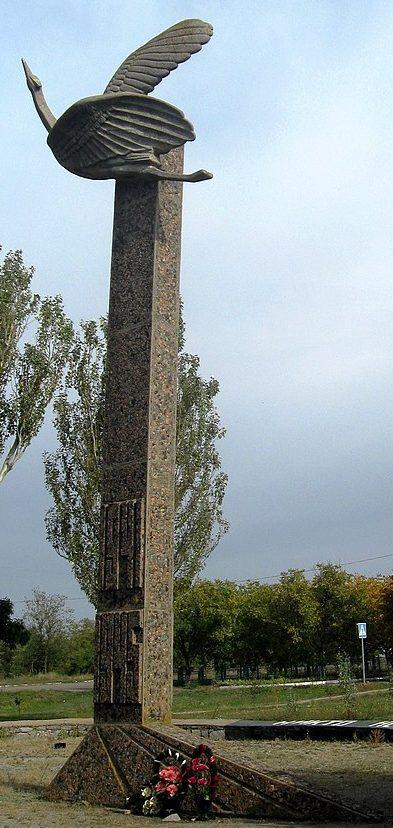 с. Преображенка Ореховского р-на. Памятник, установленный на братской могиле, в которой похоронено 139 советских воинов.
