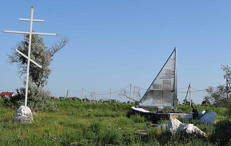 г. Бердянск. Памятник в честь погибших воинов-рыбаков.