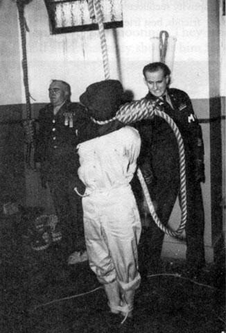 Казнь Хидэки Тодзё в тюрьме Сугамо. 23 декабря 1948 г.