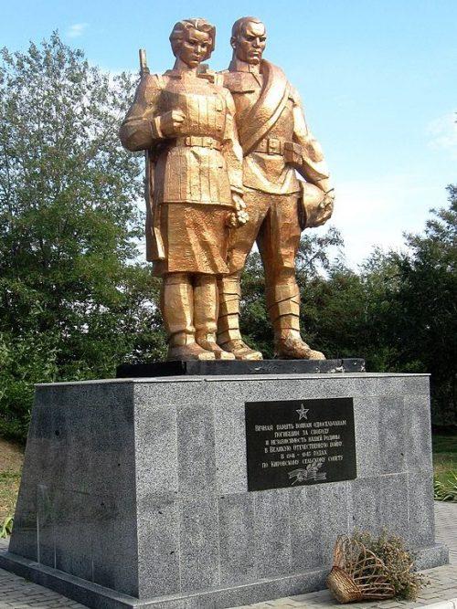 с.Таврическое (Жеребец, Кирово) Ореховского р-на. Памятник, установленный на братской могиле, в которой похоронено 19 советских воинов.
