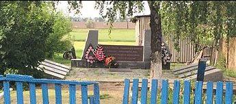 с. Новостепнянское Запорожского р-на. Братская могила 135 советских воинов и памятник воинам-односельчанам.