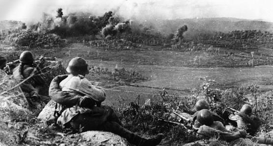 Обстрел японских позиций. Северный Китай, август 1945 г.