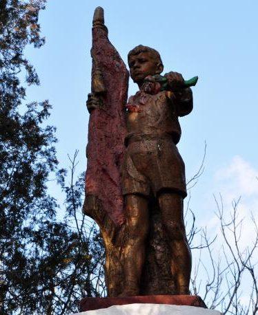 с. Великая Белозерка. Памятник погибшим односельчанам, погибшим в годы войны.