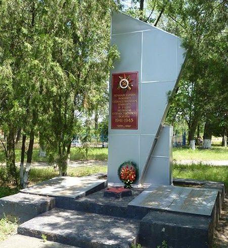 с. Разумовка Запорожского р-на. Памятный знак погибшим односельчанам.