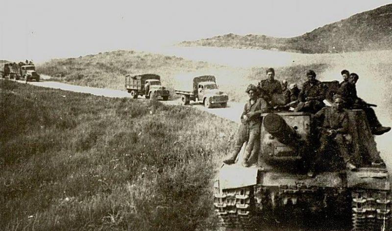 Колонна военной техники в Маньчжурии. Август 1945 г.