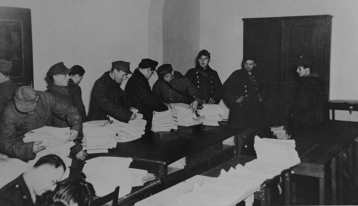 Кипы материалов процесса. 1945 г.