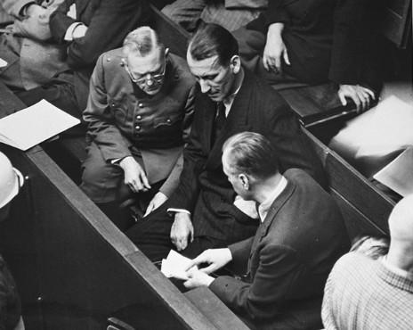 Вильгельм Кейтель, Эрнст Кальтенбруннер и Альфред Розенберг на скамье подсудимых. 1945 г.