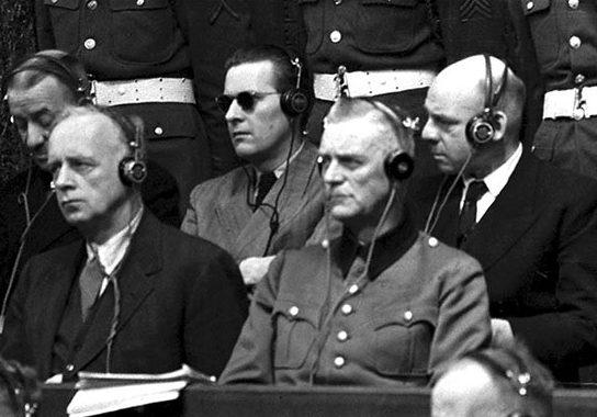 И. фон Риббентроп, Б. фон Ширах, В. Кейтель, Ф. Заукель на скамье подсудимых. 1945 г.