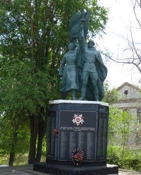 с. Николаевка Бердянского р-на. Памятник погибшим односельчанам.