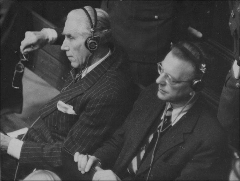 Ялмар Шахт и Артур Зейсс-Инкварт на скамье подсудимых Нюрнбергского процесса. 1945 г.