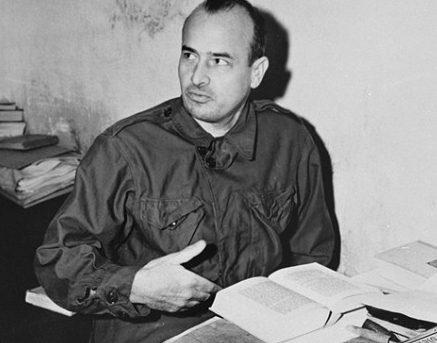Ганс Франк в своей камере в Нюрнберге. 1945 г.