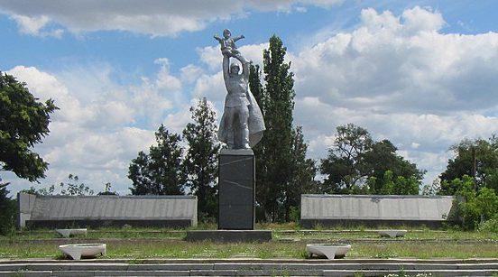 с. Новопетровка Бердянского р-на. Памятник воинам-односельчанам.