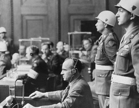 Ганс Франк на Нюрнбергском процессе. 1945 г.