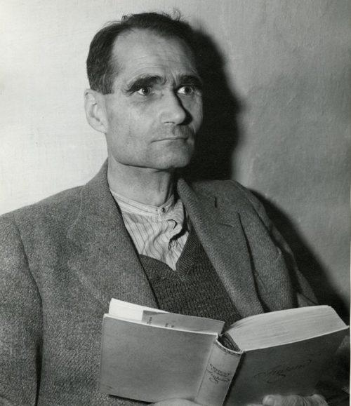 Подсудимый Рудольф Гесс в камере в тюрьме Нюрнберга во время судебного разбирательства в Международном военном трибунале. 1945 г.