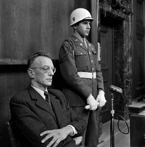 Артур Зейсс-Инкварт на Нюрнбергском процессе. 1945 г.