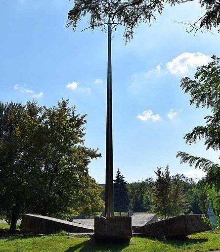 г. Запорожье. Памятник советским воинам на территории воинской части.