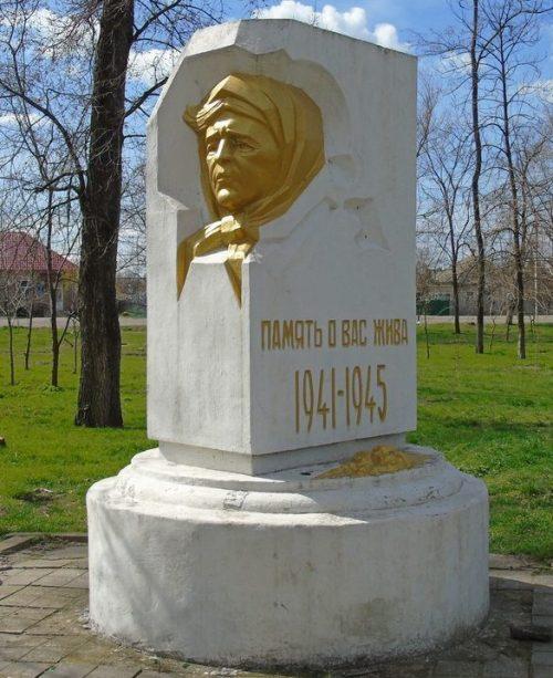 г. Каменка-Днепровская. Братская могила 384 жертв фашизма.