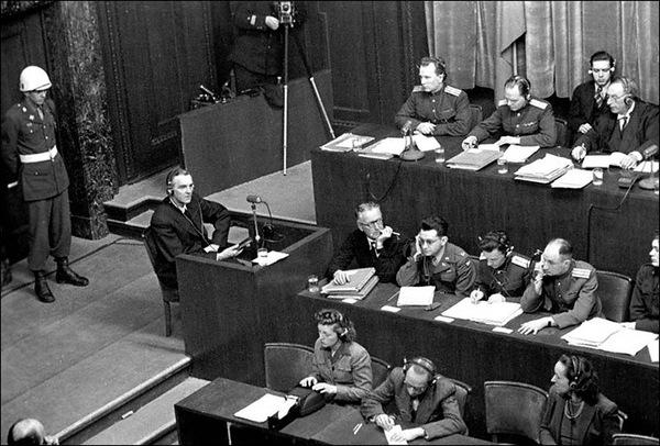 Допрос Ф.Паулюса на Нюрнбергском процессе. 1945 г.