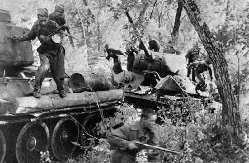Советский десант занимает населенный пункт северо-восточнее Пхеньяна. Август 1945 г.