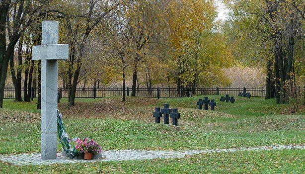 г. Запорожье. Братские могилы, в которых похоронено 4940 военнопленных.