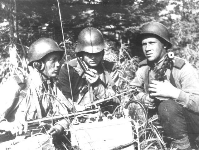 Советские связисты во время Южно-Сахалинской операции. Август 1945 г.