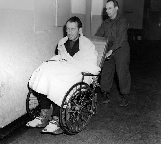 Эрнст Кальтенбруннер на Нюрнбергском процессе после кровоизлияния в мозг во время допроса. 1946 г.