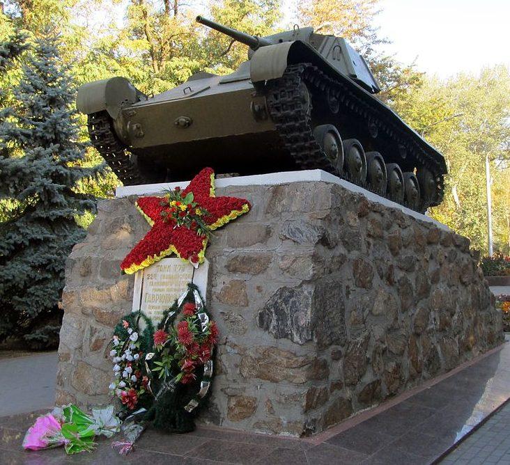 Памятник-танк Т-70 воинам-танкистам.