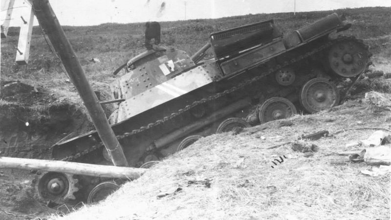 Подбитый на острове Шумшу японский танк «Чи-ха». Август 1945 г.