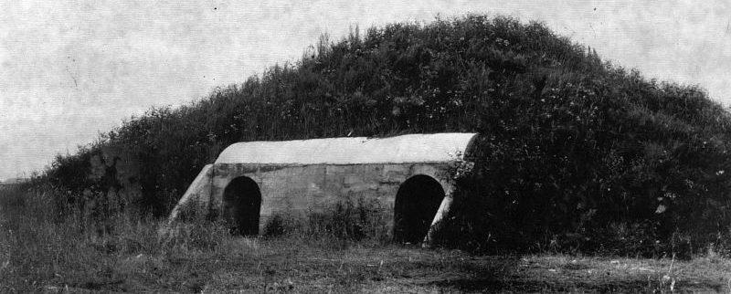 Железобетонное укрытие для самолета на японском аэродроме в Маньчжурии. Август 1945 г.
