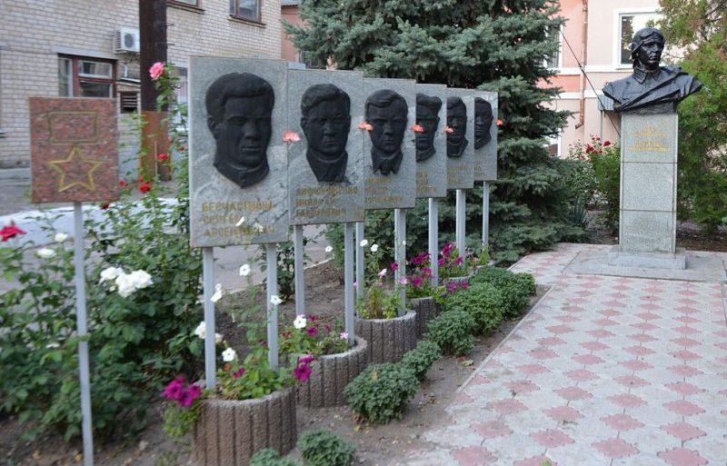 г. Мелитополь. Памятник Герою Советского Союза А. М. Перепелу.