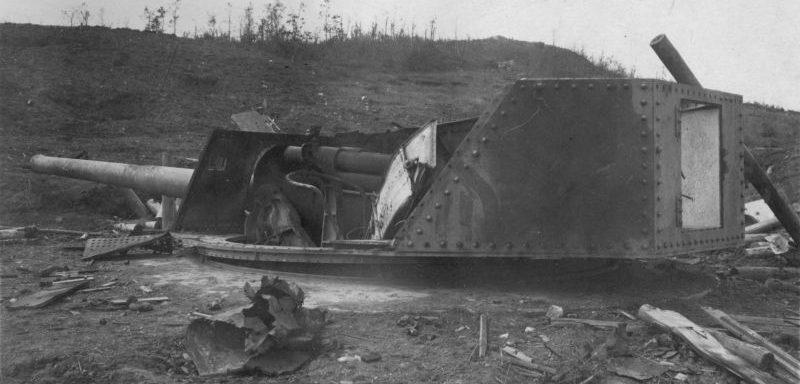 Уничтоженная японская 150-мм бронебашенная установка в Хутоусском укрепленном районе. Август 1945 г.