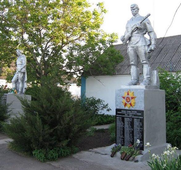 с. Дорожнянка Гуляйпольского р-на. Памятники, установленные у братской могилы, в которой похоронено 33 советских воина и памятник воинам-односельчанам.