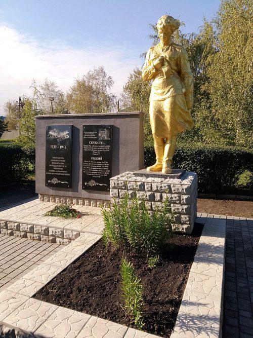 п. Железнодорожный Гуляйпольского р-на. Памятник, установленный на братской могиле, в которой похоронено 12 советских воинов.