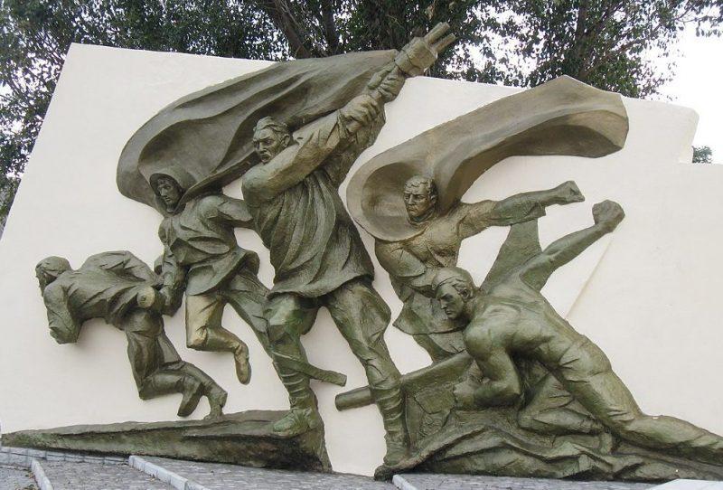 с. Новозлатополь Гуляйпольского р-на. Памятник воинам-односельчанам.