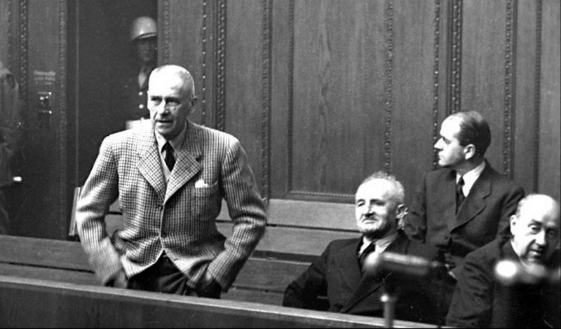 Подсудимый Фрик на скамье подсудимых во время Нюрнбергского процесса. 1946 г.