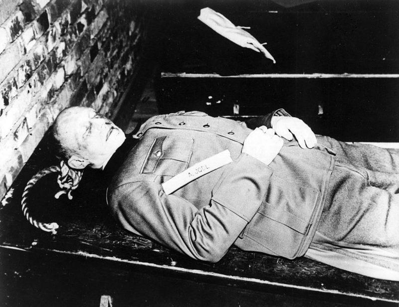 Труп Альфреда Йодля после повешения. 16 октября1946 г.