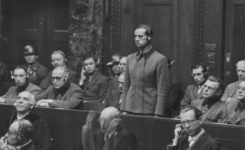 Бывший имперский комиссар здравоохранения нацистской Германии Карл Брандт слушает свой смертный приговор на Нюрнбергском процессе над врачами. 1947 г.