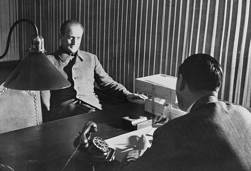 Артур Аксманн на допросе. Октябрь 1947 г.