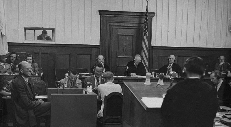 Свидетель дает показания по делу судей. 1947 г.