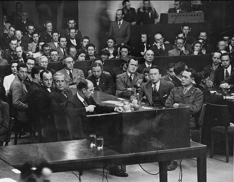 Группа обвинителей на Нюрнбергском процессе по делу Эрхарда Мильха. 1947 г.