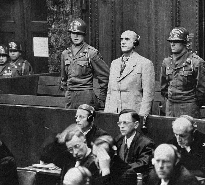 Освальд Поль выслушивает смертный приговор. 1947 г.