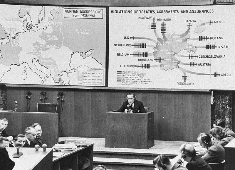 Теодор фон Хорнбостель дает показания от обвинения во время судебного процесса по делу Вильгельмштрассе. 1949 г.