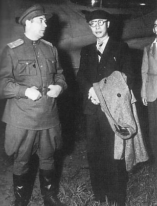 Арестованный император марионеточного государства Маньчжоу-Го Пу И. Мукден, август 1945 г.
