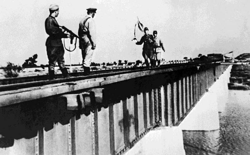 Встреча переговорщиков. Август 1945 г.