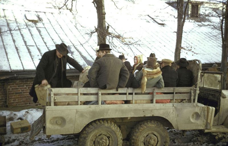 Эвакуация бельгийских мирных жителей из зоны боевых действий в Арденнах. Декабрь 1944 г.