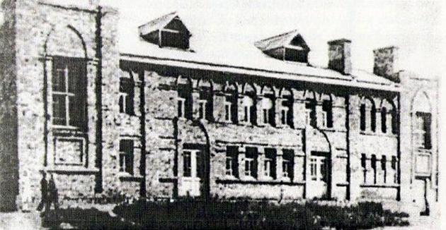 Кинотеатр «Победа», где проходили заседания военного трибунала.