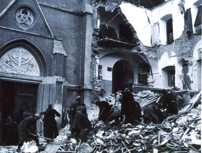 Руины после бомбардировки Загреба в 1944 году.